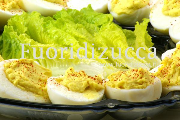 uova sode con salsa di pasta d'acciuga